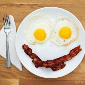 breakfast-eggs-bacon-plate-smile11