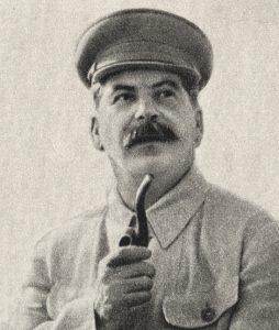 Joseph Stalin con una pipa