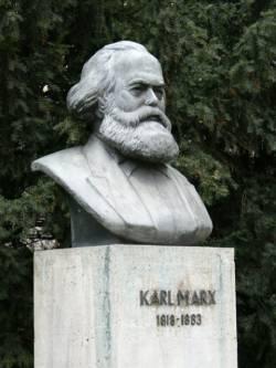 estatua karl marx