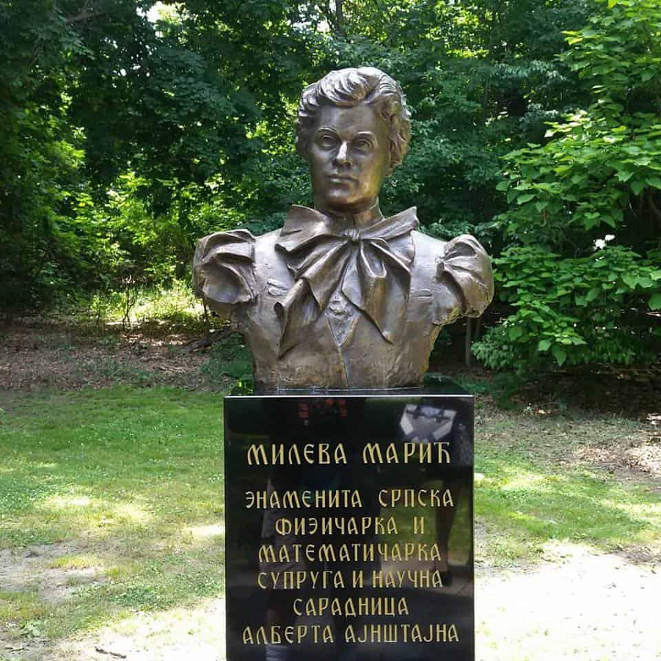 Mileva Maric Estatua