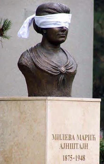 Mileva Estatua