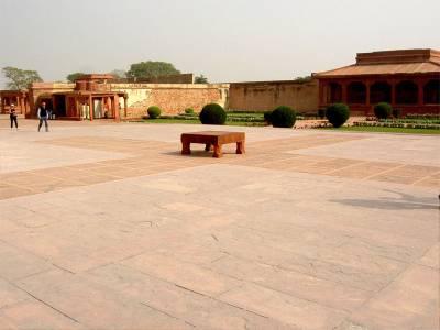 Patio del templo Fatehpur Sikri en Agra (India)